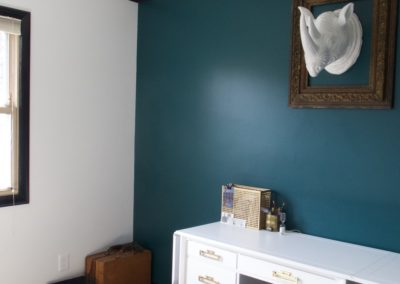 peacock-colored-accent-office-wall-black-trim-white-walls