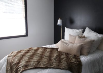 black-accent-bedroom-wall-white-wall-black-trim