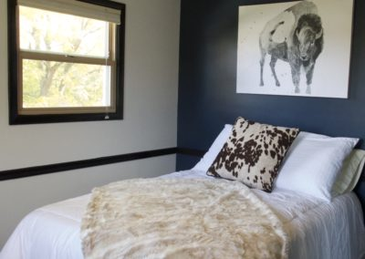blue-accent-bedroom-wall-white-walls-black-trim